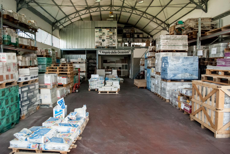 Magazzino pavimenti e rivestimenti como di napoli ceramiche for Piani di costruzione di magazzino