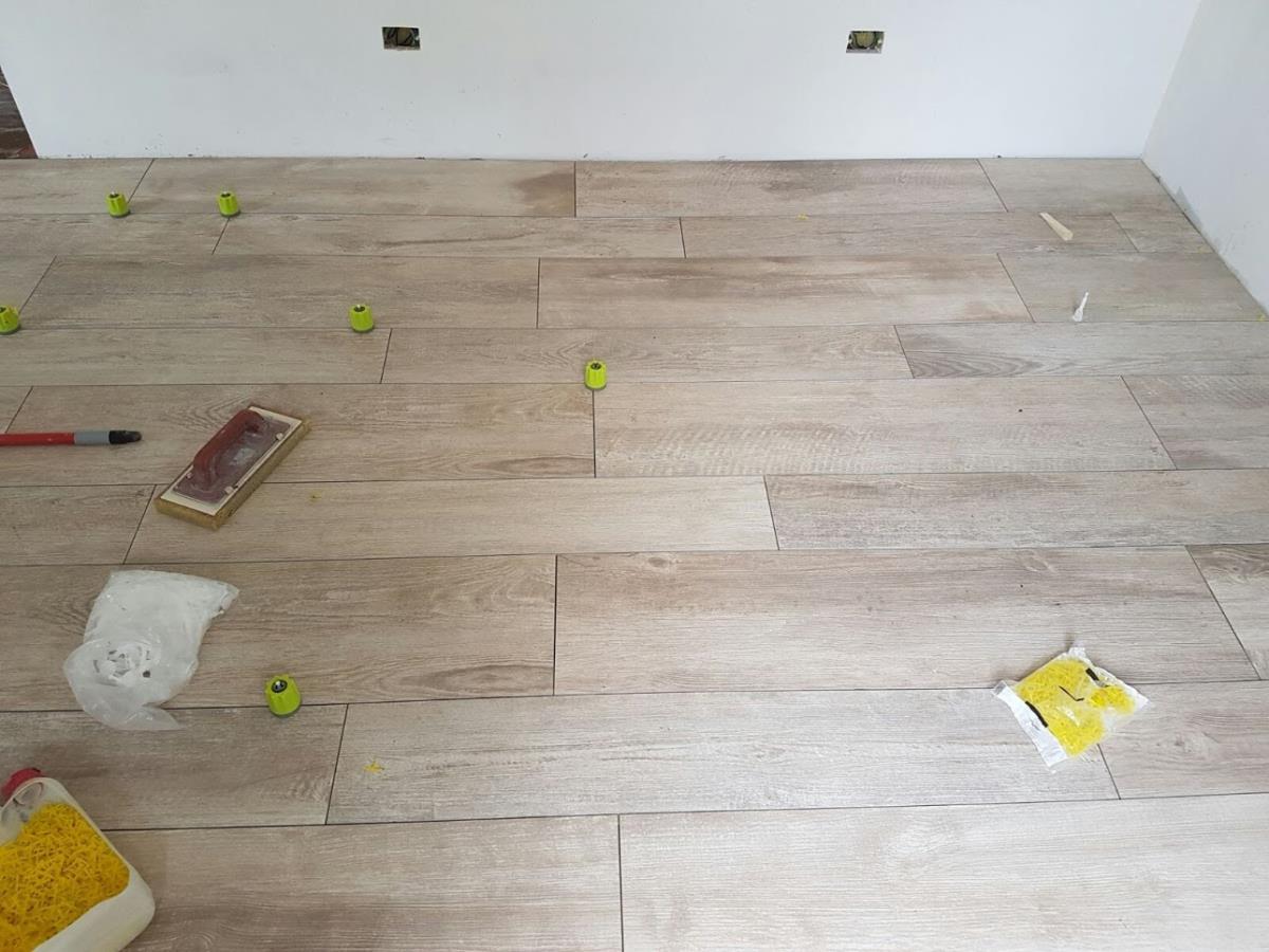 Pavimento gres porcellanato effetto legno como di - Tipi di posa piastrelle ...