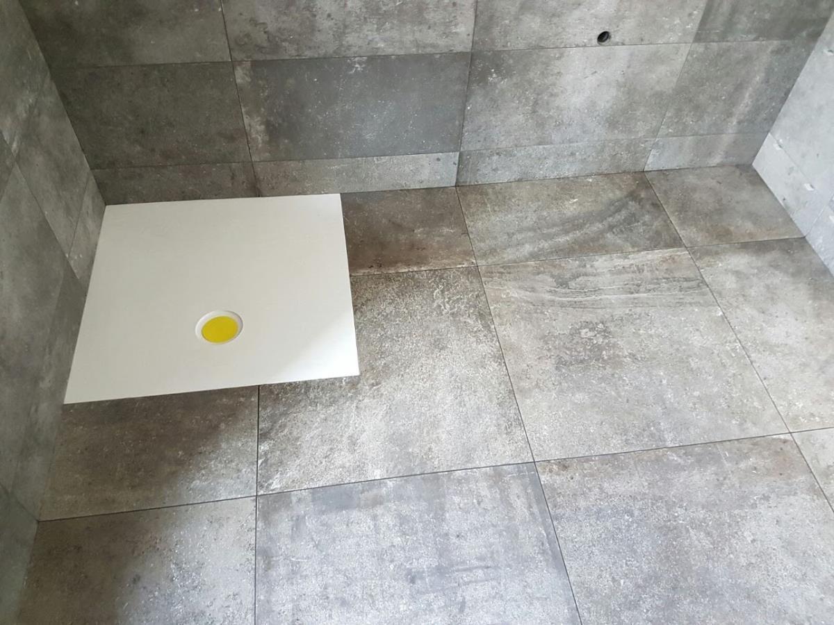 Bagno gres porcellanato effetto pietra como di napoli - Bagno rivestimento pietra ...
