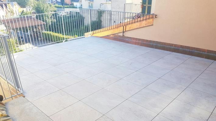 Nostre realizzazioni pavimenti como di napoli ceramiche - Pavimento galleggiante esterno ...