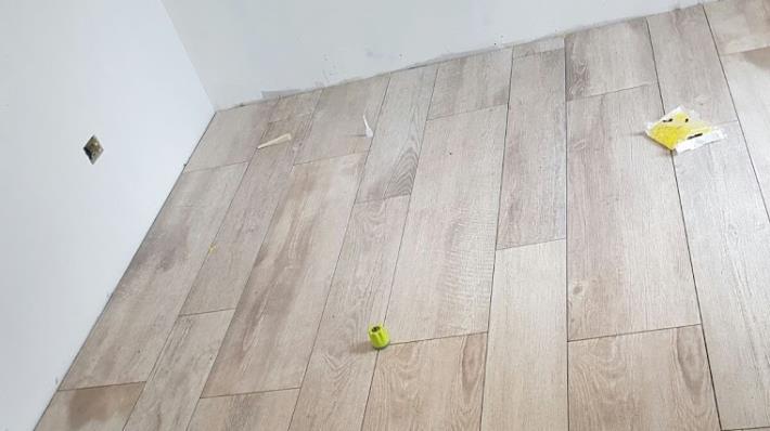Pavimento gres porcellanato effetto legno - Como  Di Napoli Ceramiche